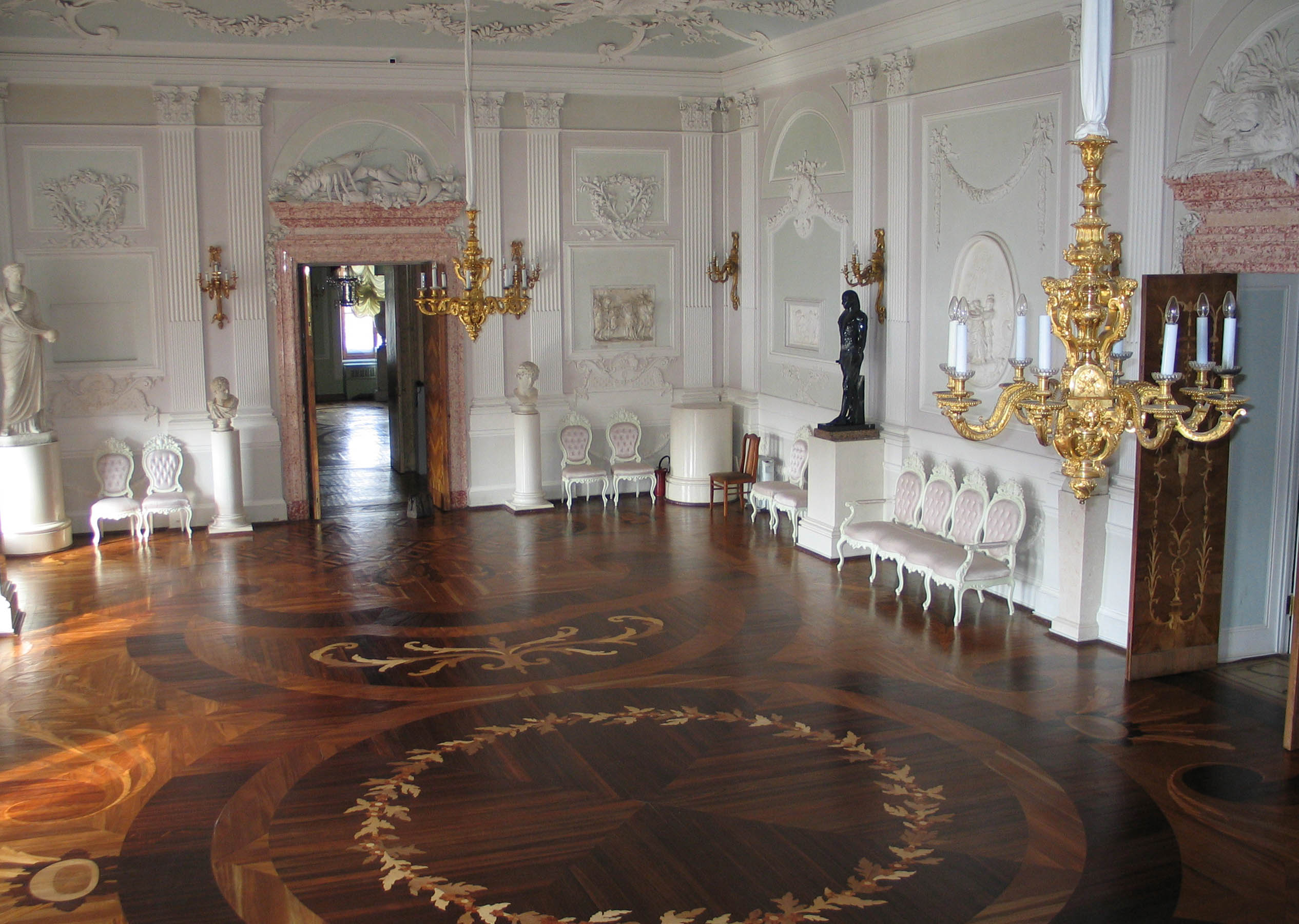 File The White Hall Of The Gatchina Palace Jpg Wikimedia