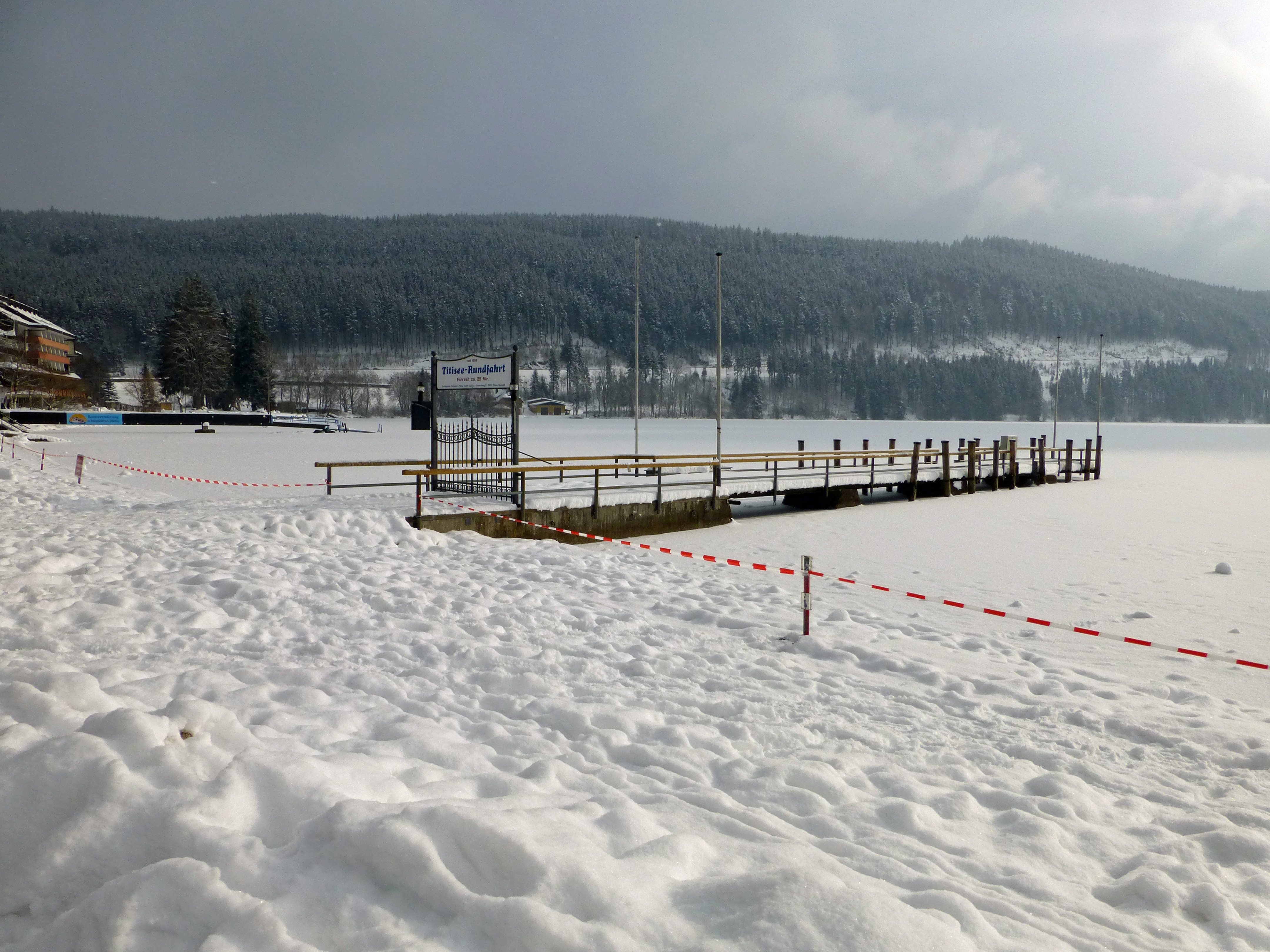 File Titisee In Winter Jpg Wikimedia Commons