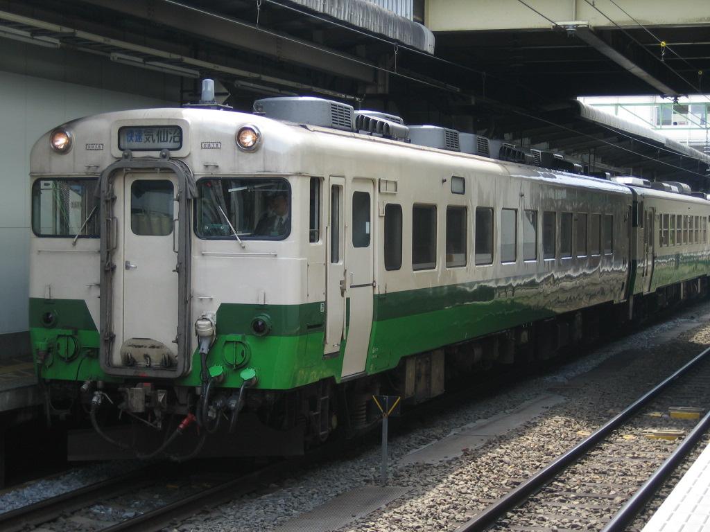 ファイル:Touhokutiiki-honnsya-syoku kiha28 senndai JReast.JPG