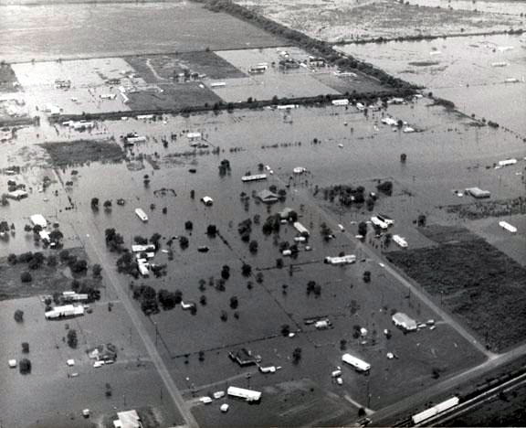 https://upload.wikimedia.org/wikipedia/commons/6/60/Tropical_Storm_Claudette_%281979%29_flooding.JPG