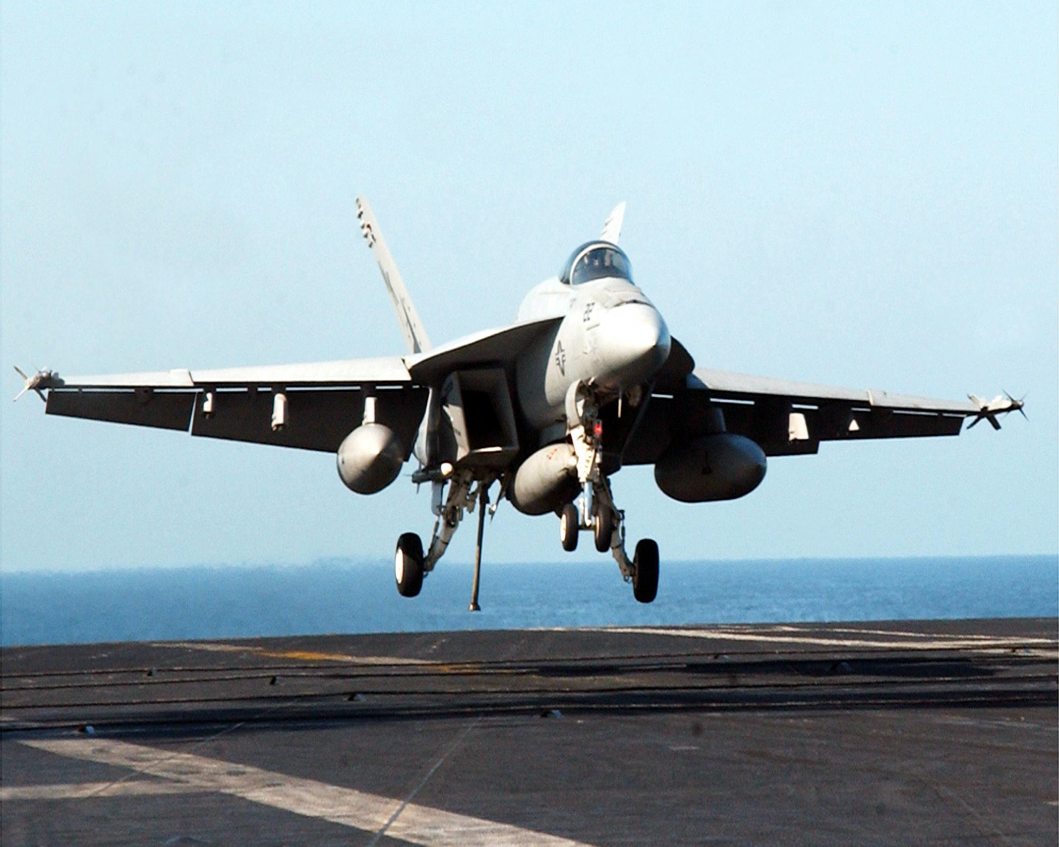File:US Navy 021001-N-9593M-002 An F-A-18E