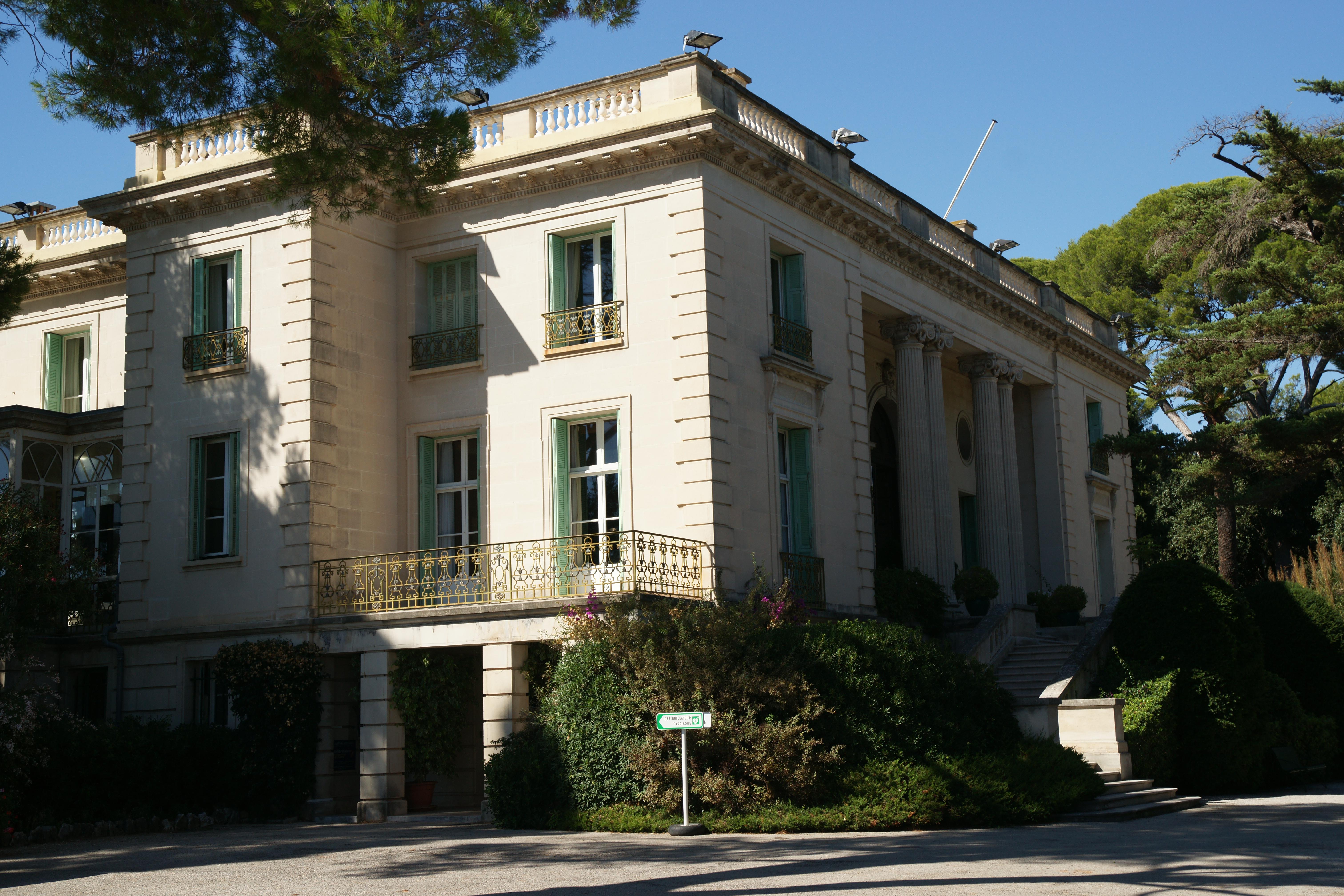 File villa eilenroc sud jpg wikimedia commons for Belle architecture villa