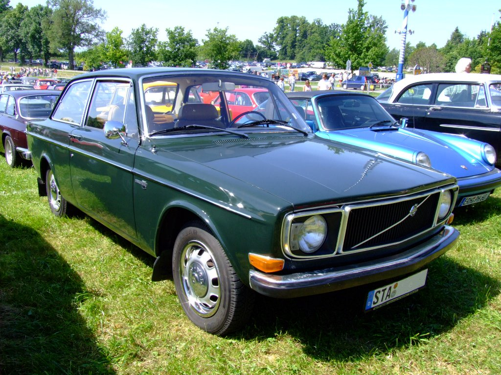 upload.wikimedia.org/wikipedia/commons/6/60/Volvo_142_1971.JPG