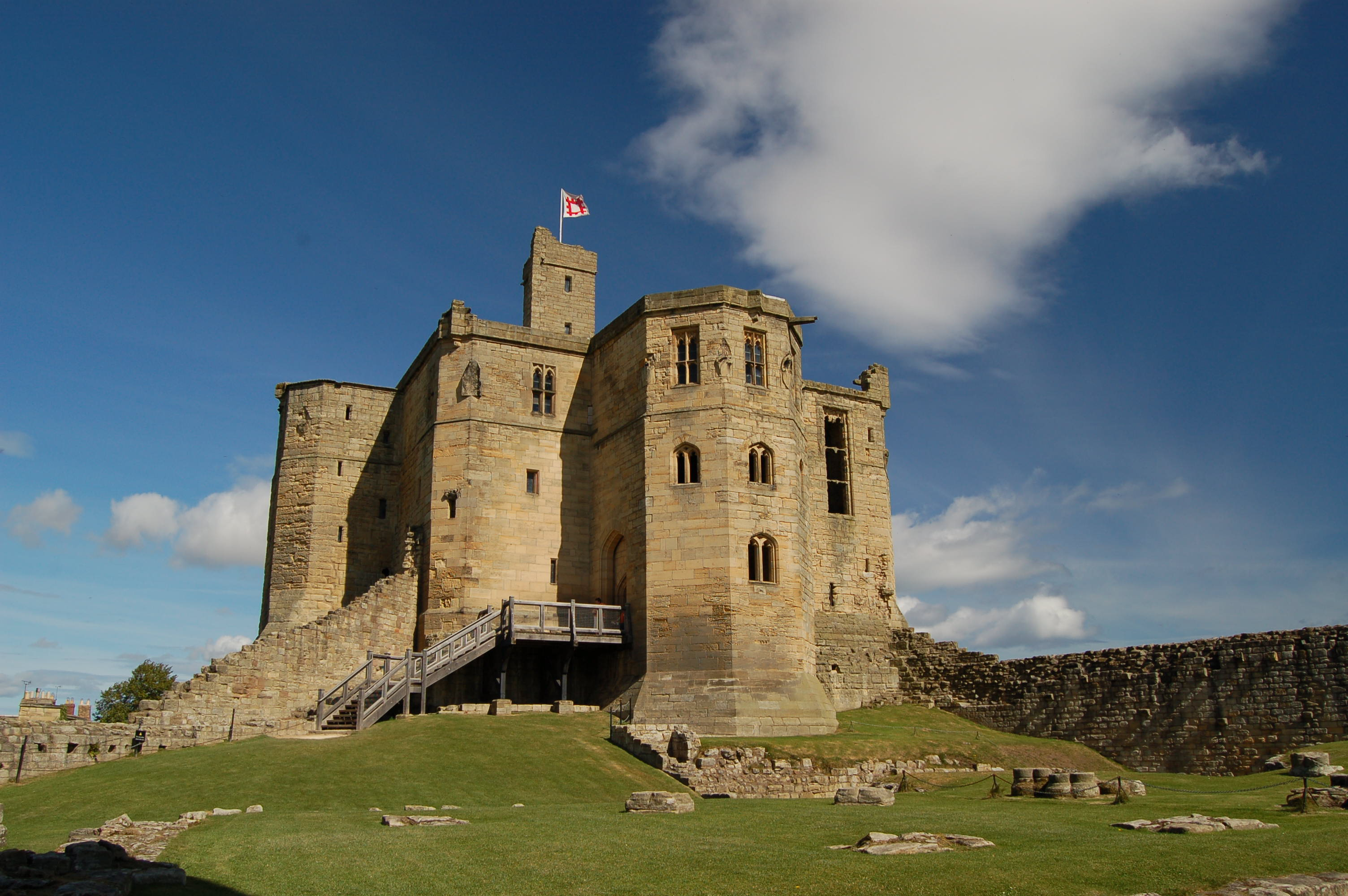 Warkworth Castle Wikipedia Early Row Wiring Diagram Defender Source A Tall Tower Stands Above The Ruined Wooden Staircase Leads Into