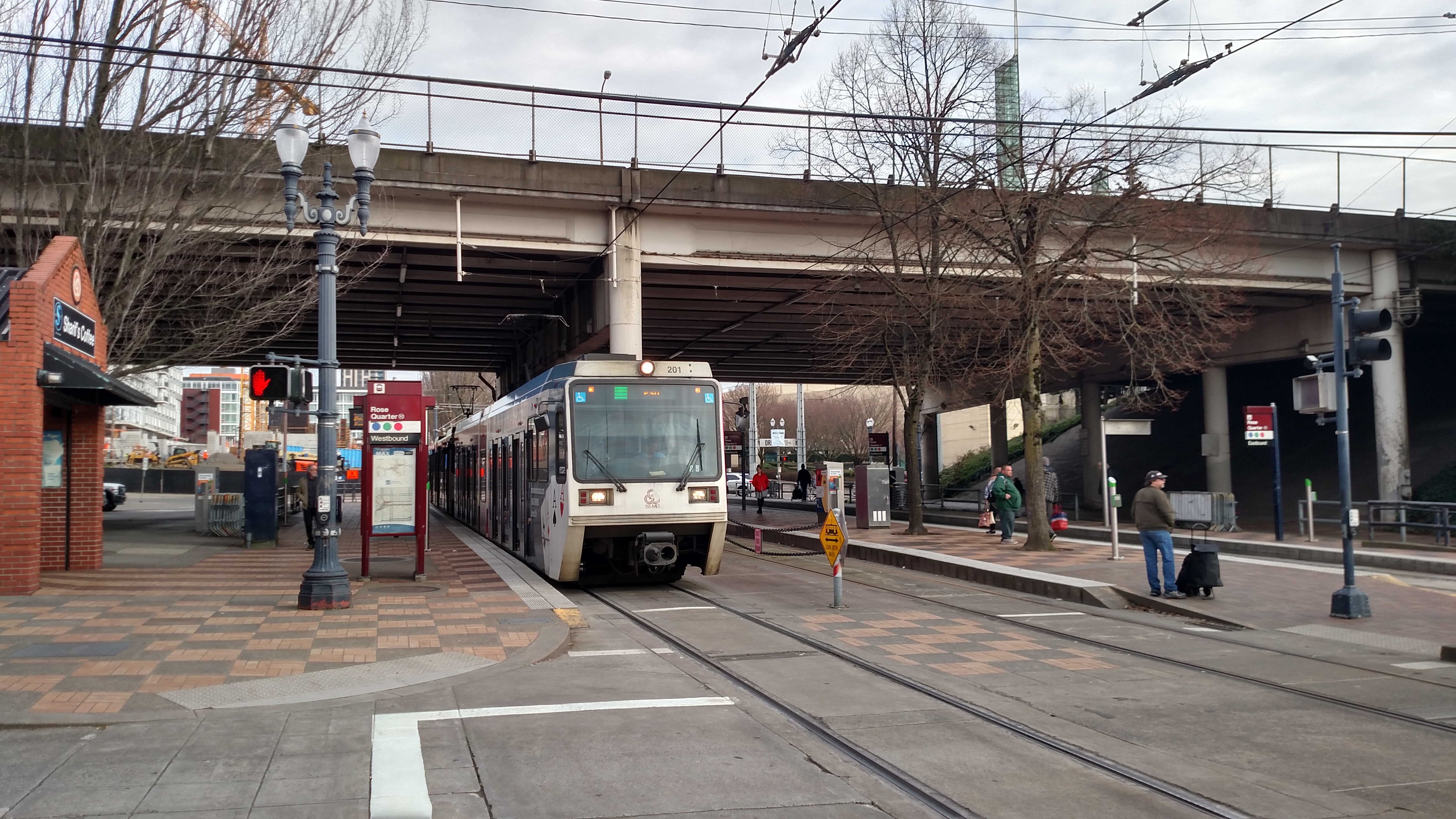 file westbound green line train at rose quarter transit center