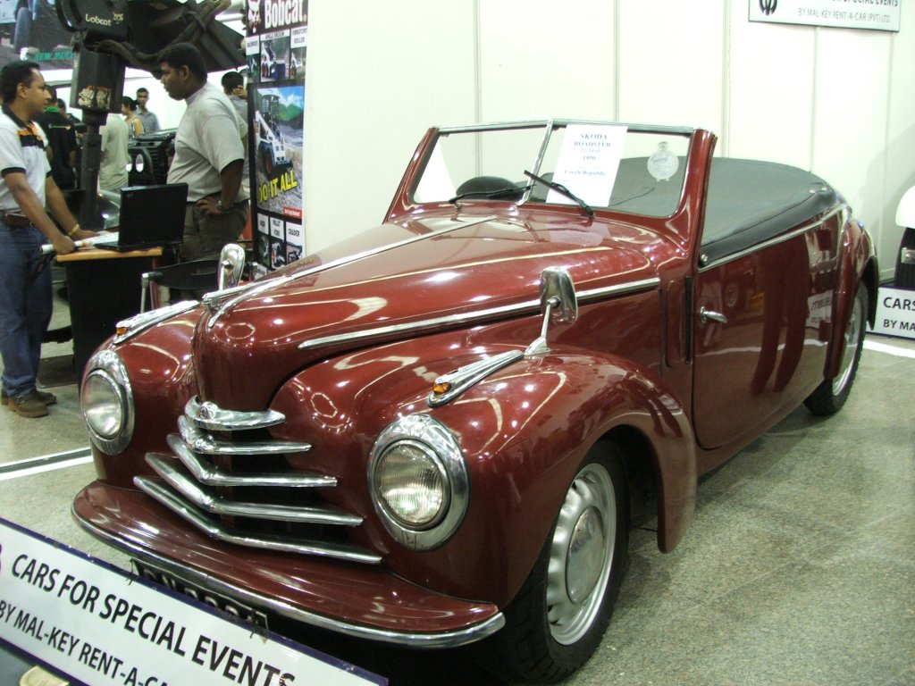 File:Škoda 1102 roadster 3.jpg