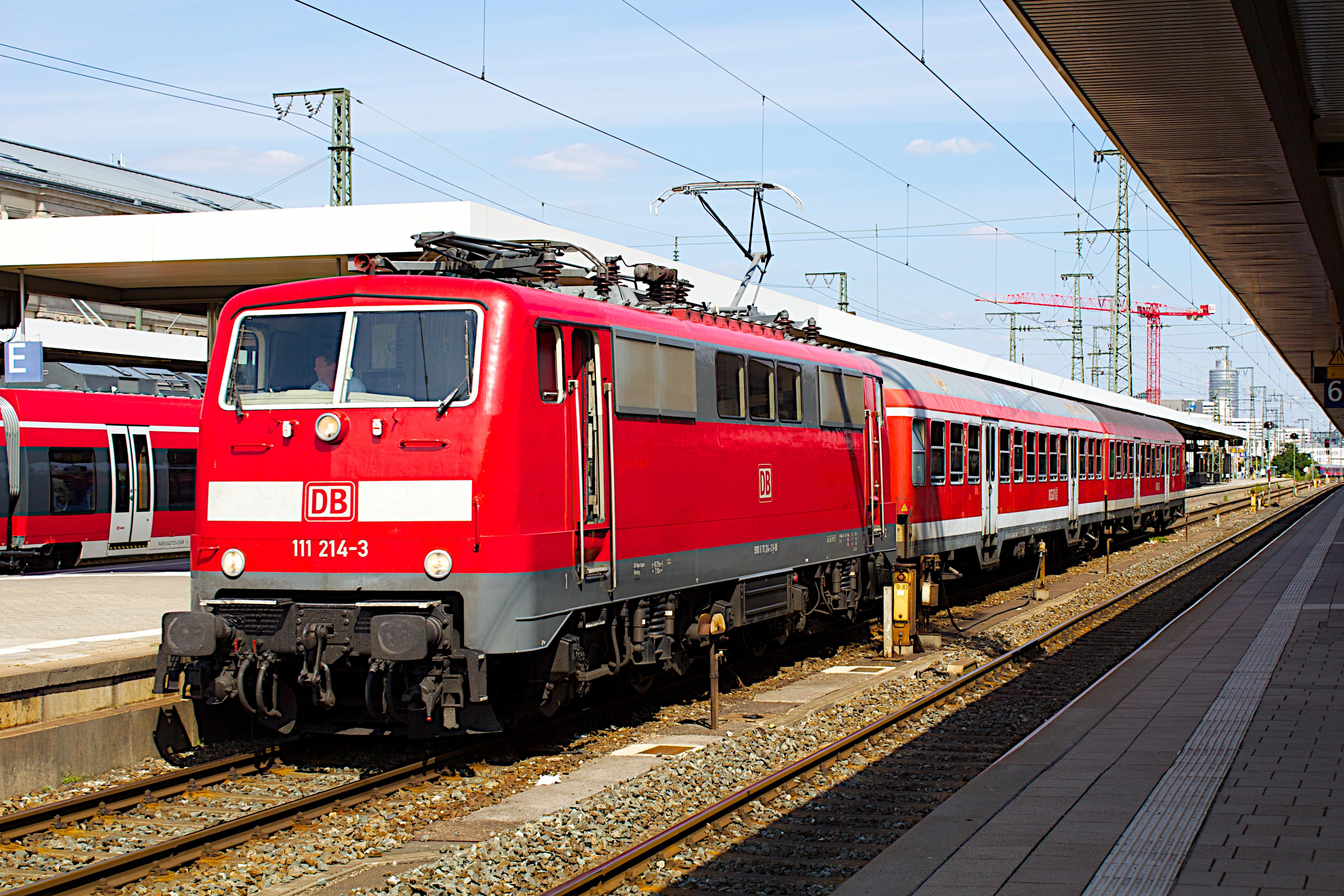 111 214-3 Nürnberg Hbf, 2013.jpg