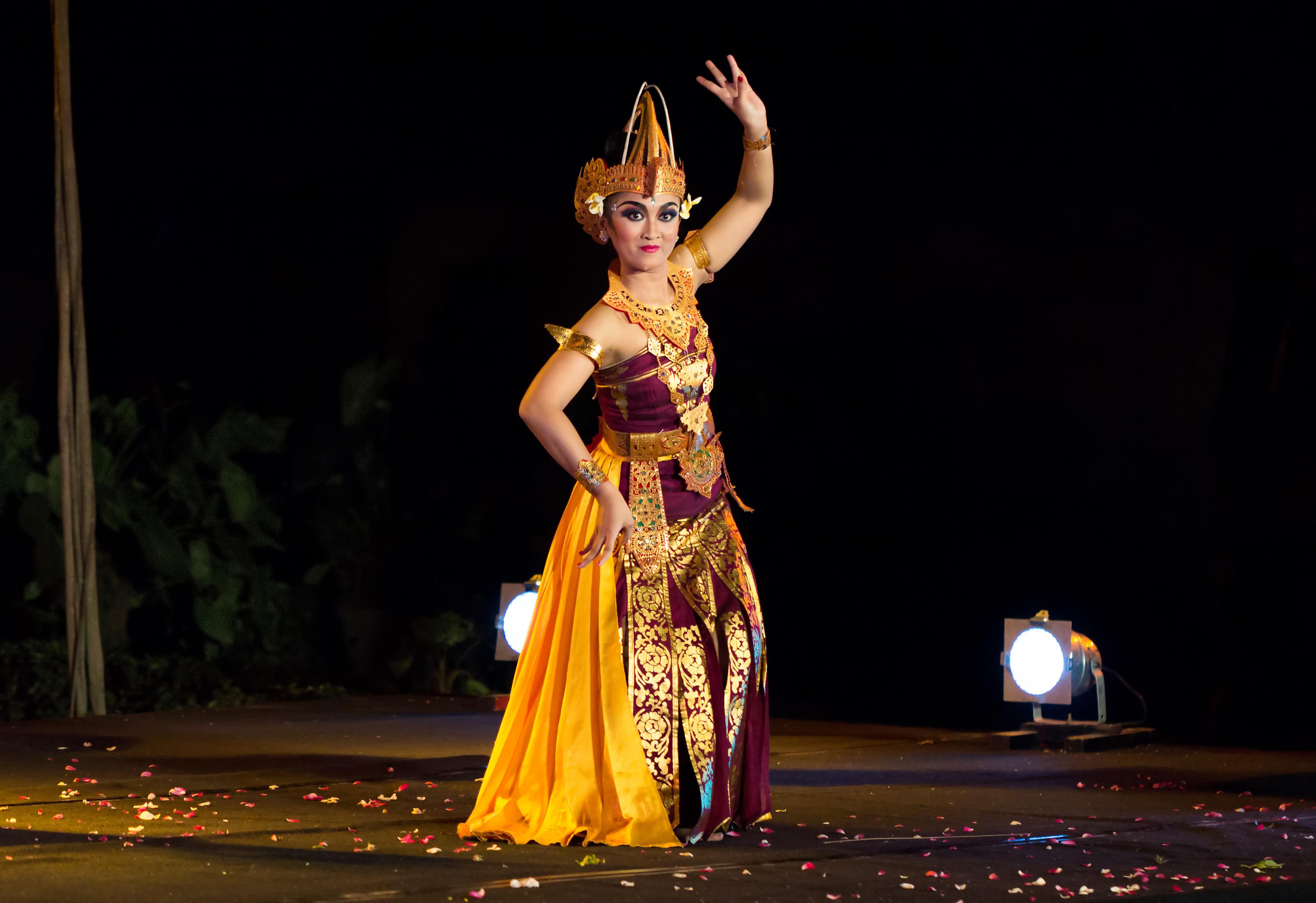 Tari Cendrawasih Bahasa Indonesia Ensiklopedia