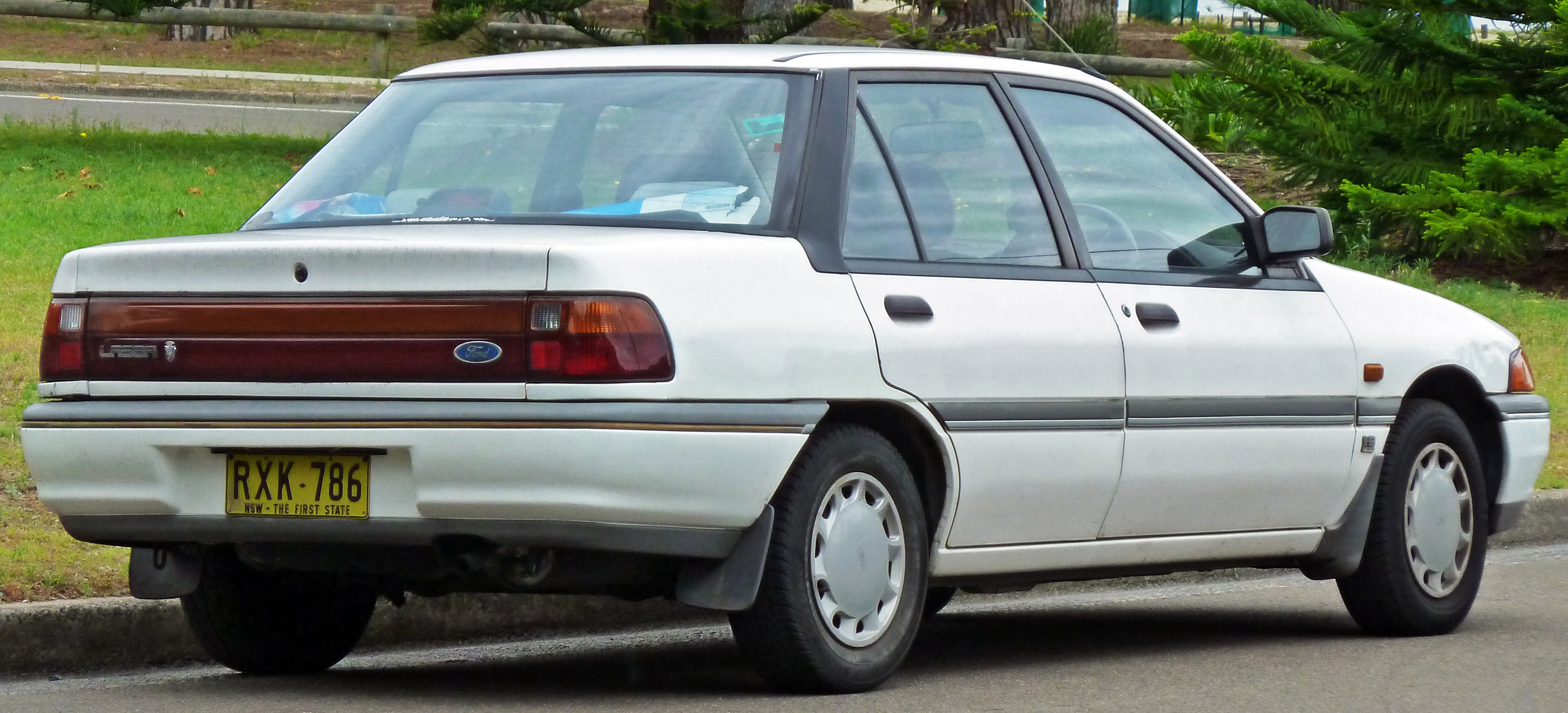 File Ford Laser Kf Ghia Sedan Jpg Wikimedia Commons