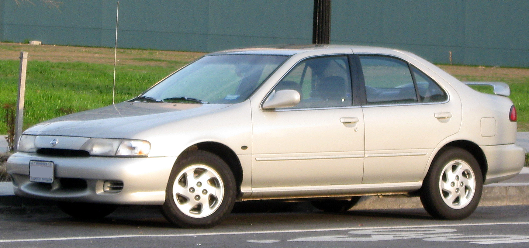 File:1999 Nissan Sentra -- 04-10-2011.jpg - Wikimedia Commons
