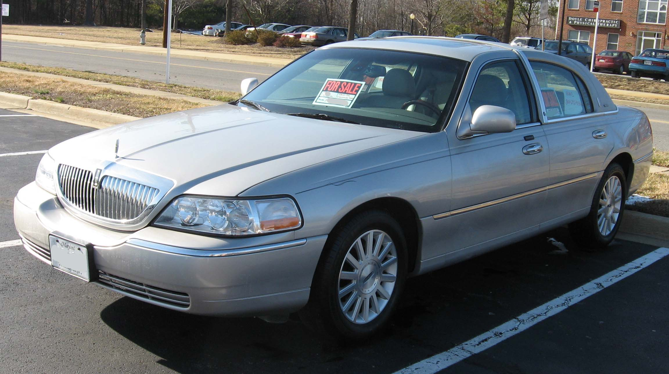File 2003 Lincoln Town Car Signature 2 Jpg Wikimedia Commons