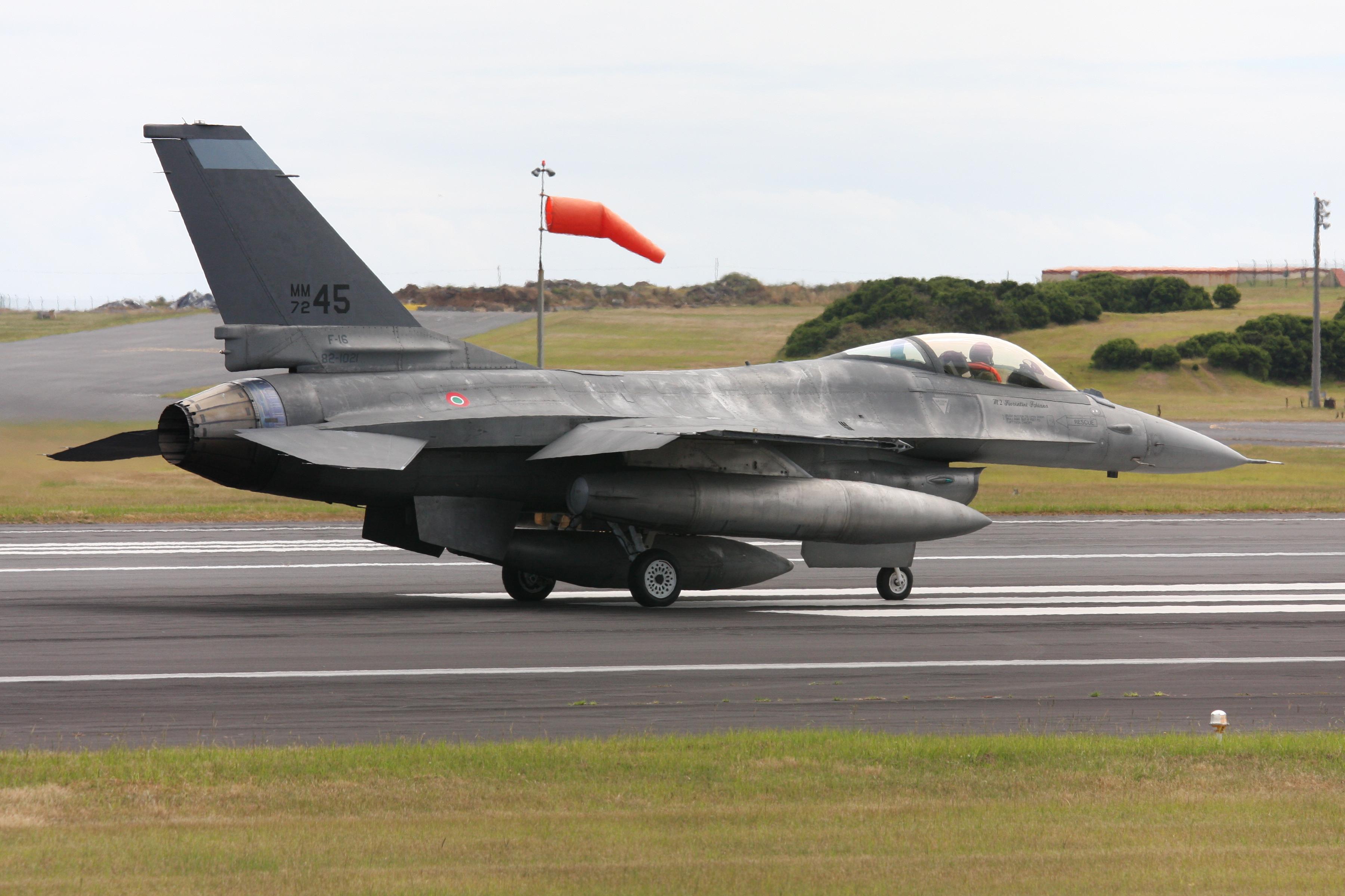 2010-08-08_F-16_Italian_Airforce_01.jpg