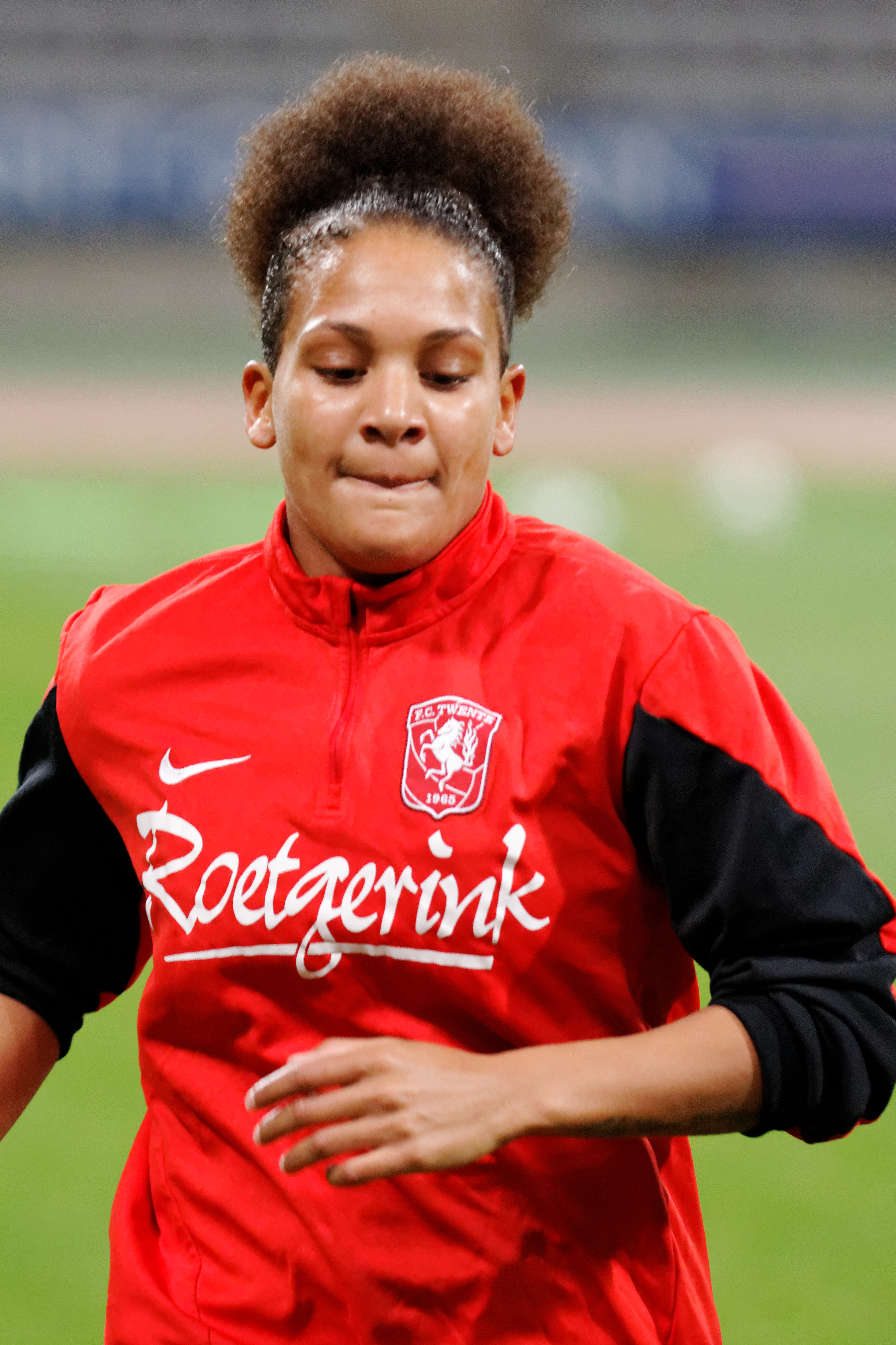 The 26-year old daughter of father (?) and mother(?) Shanice van de Sanden in 2019 photo. Shanice van de Sanden earned a 0.1 million dollar salary - leaving the net worth at  million in 2019