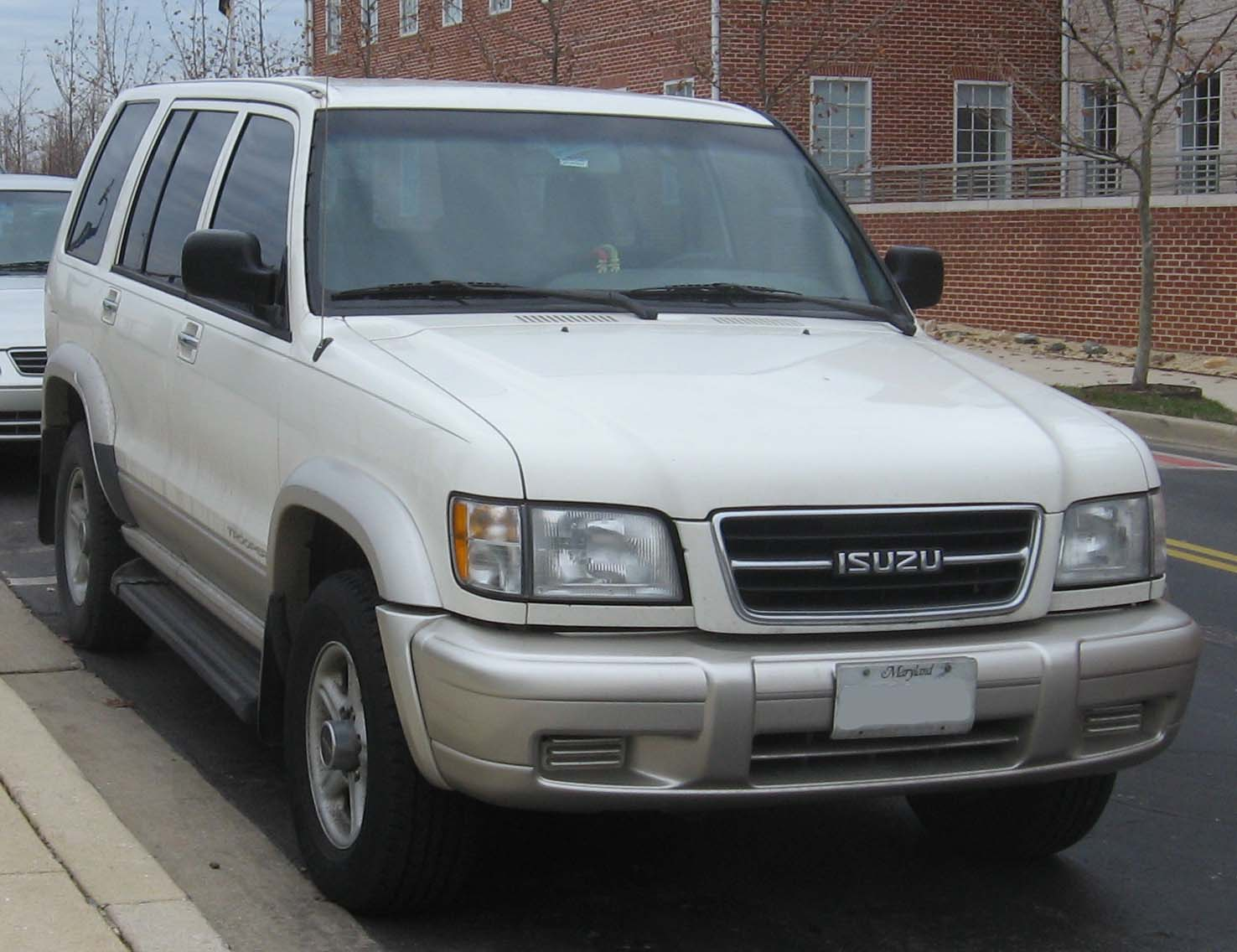 Description 98-99 Isuzu Trooper.jpg