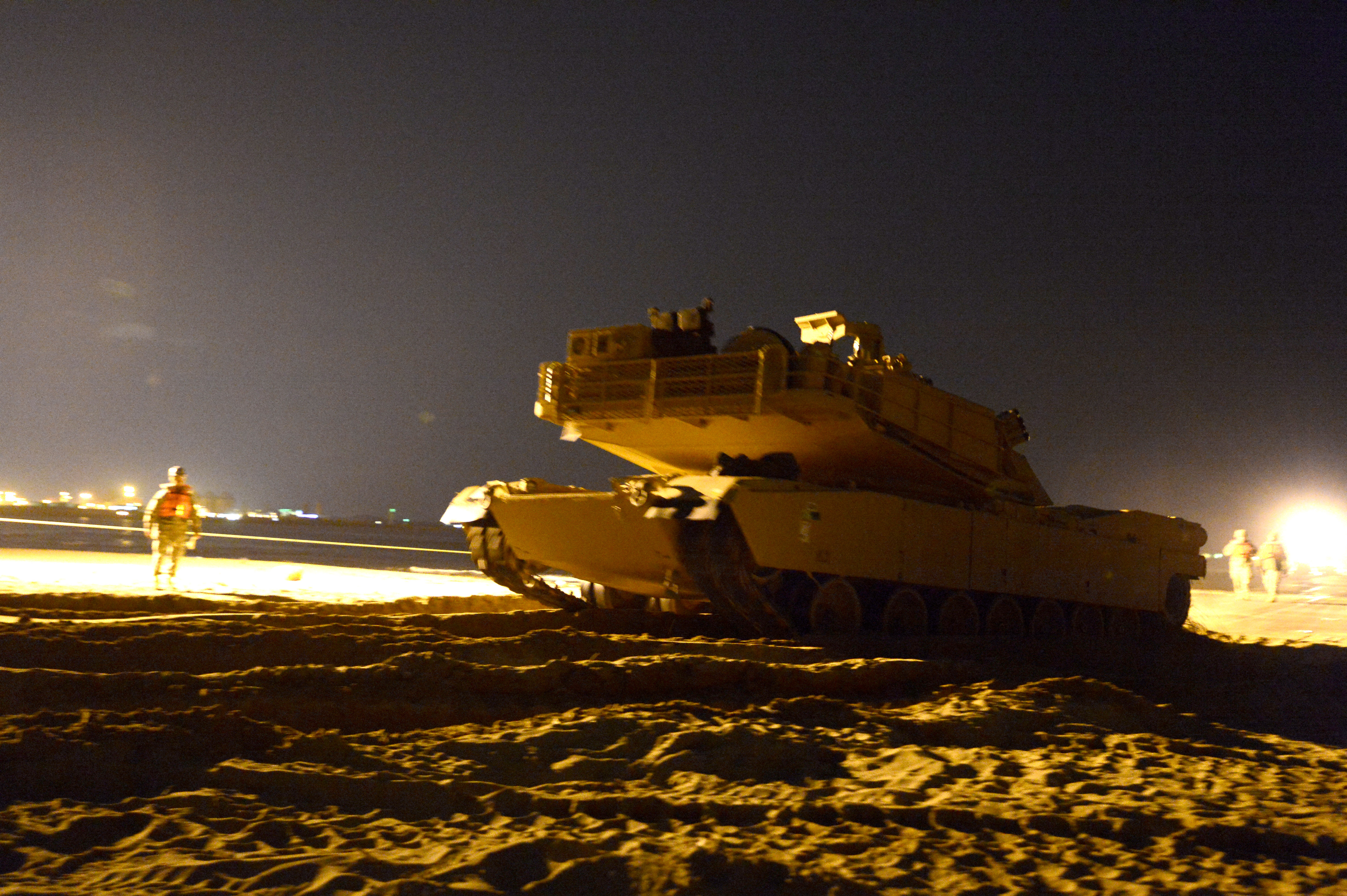 file a u s  marine corps m1a1 abrams tank maneuvers
