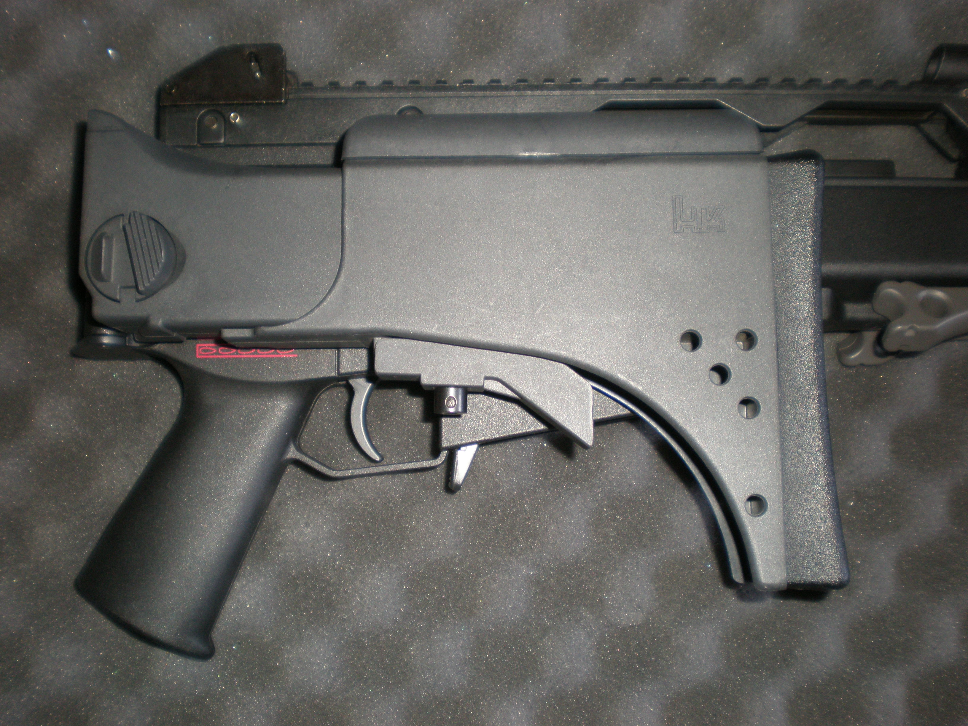 File:Airsoft MG36 stock folded.JPG - Wikimedia Commons | 3264 x 2448 jpeg 1508kB