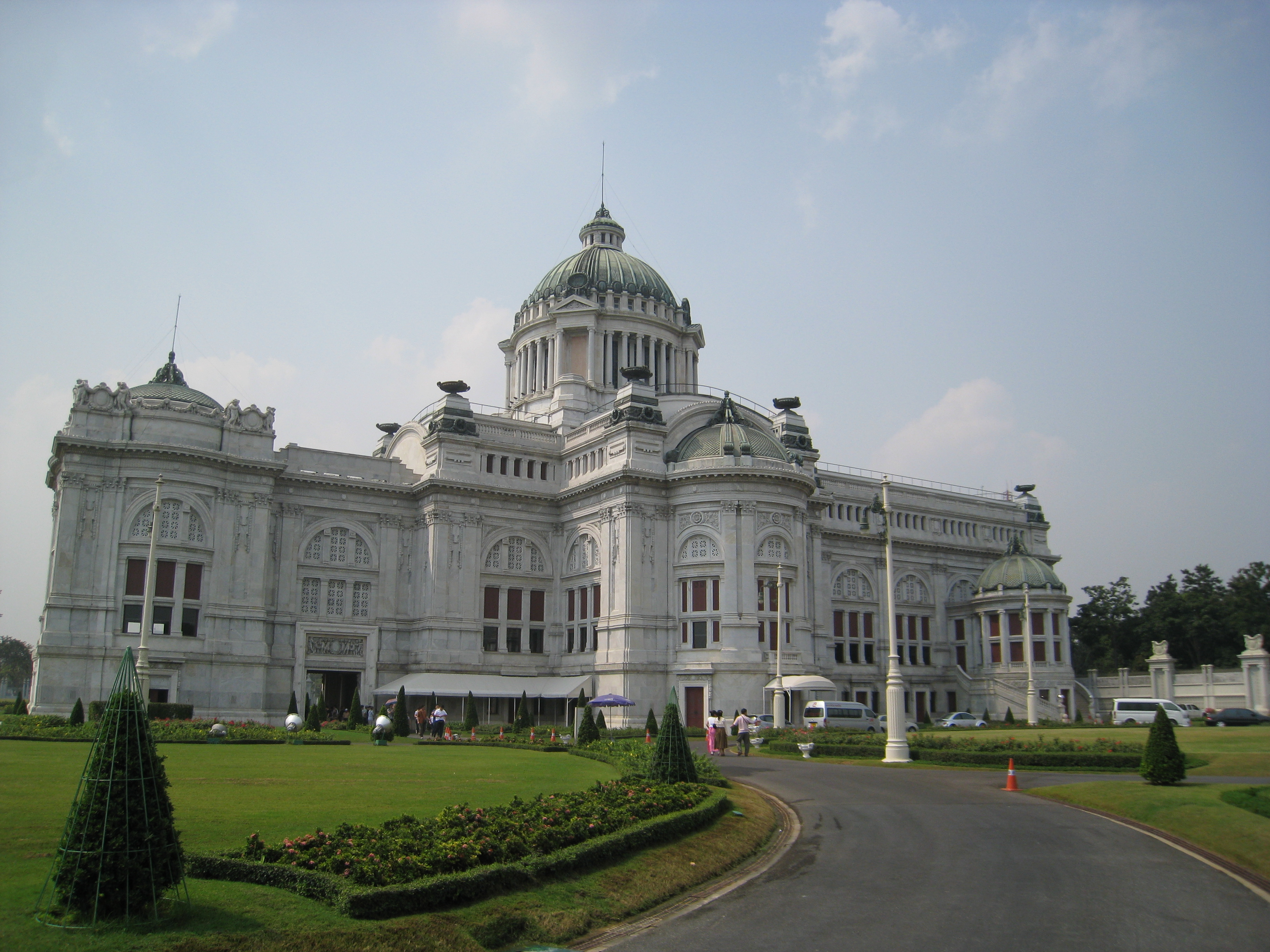 File:Ananta Samakhom Throne Hall Bangkok.jpg - Wikimedia Commons