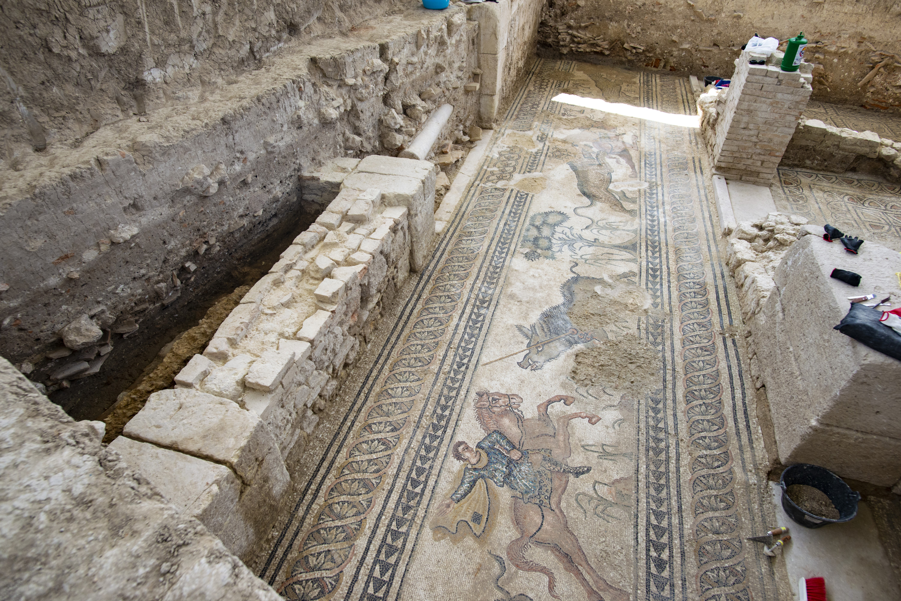 File:Ancient Roman villa of Salar 012 (30512518878).jpg ...