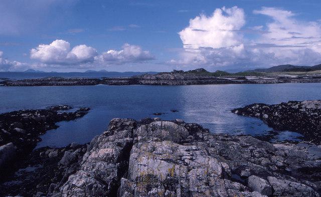 File:Arisaig Rocks - geograph.org.uk - 624922.jpg