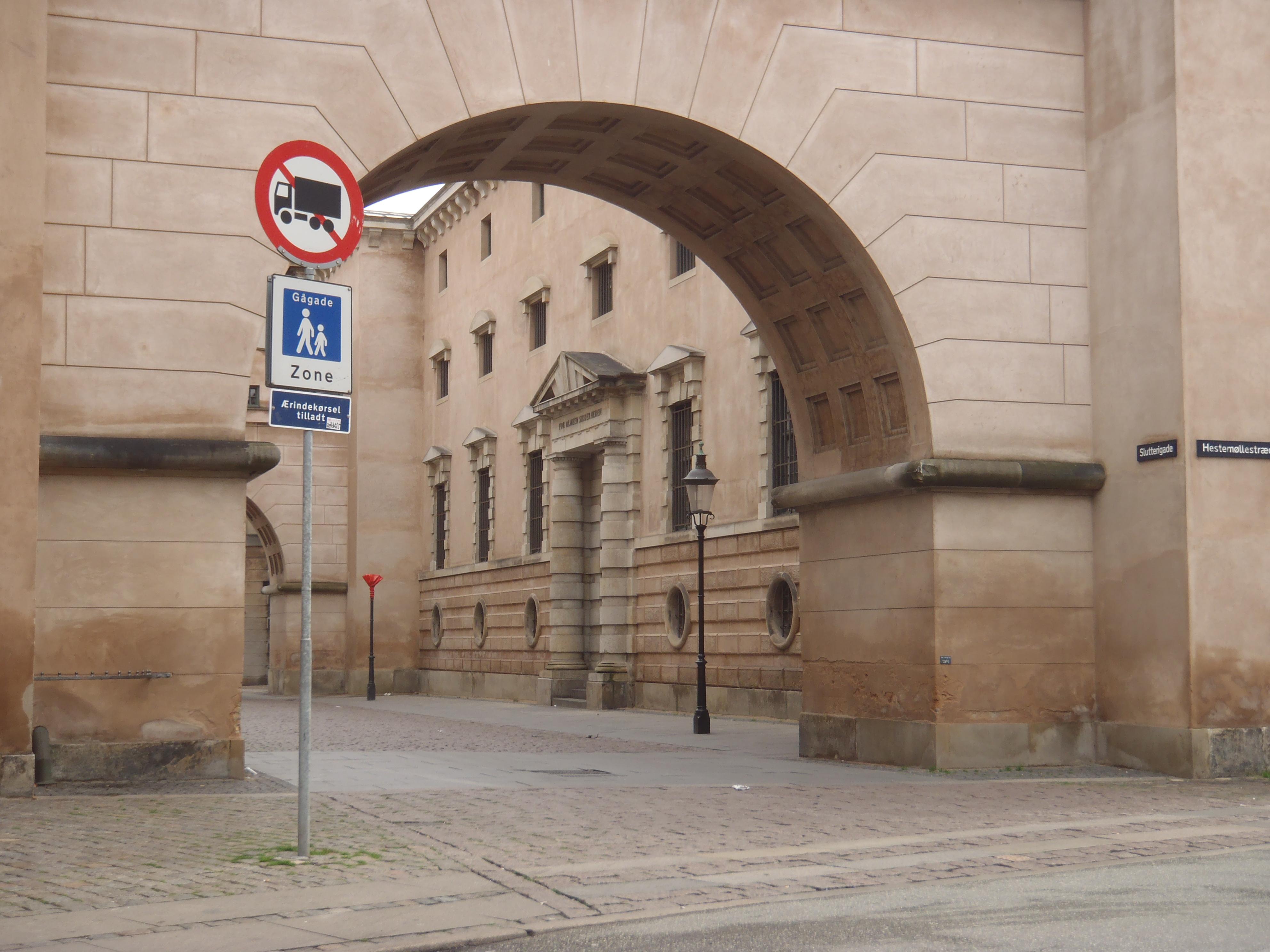arrestbygningen ved råd og domhuset wikipedia den frie encyklopædi