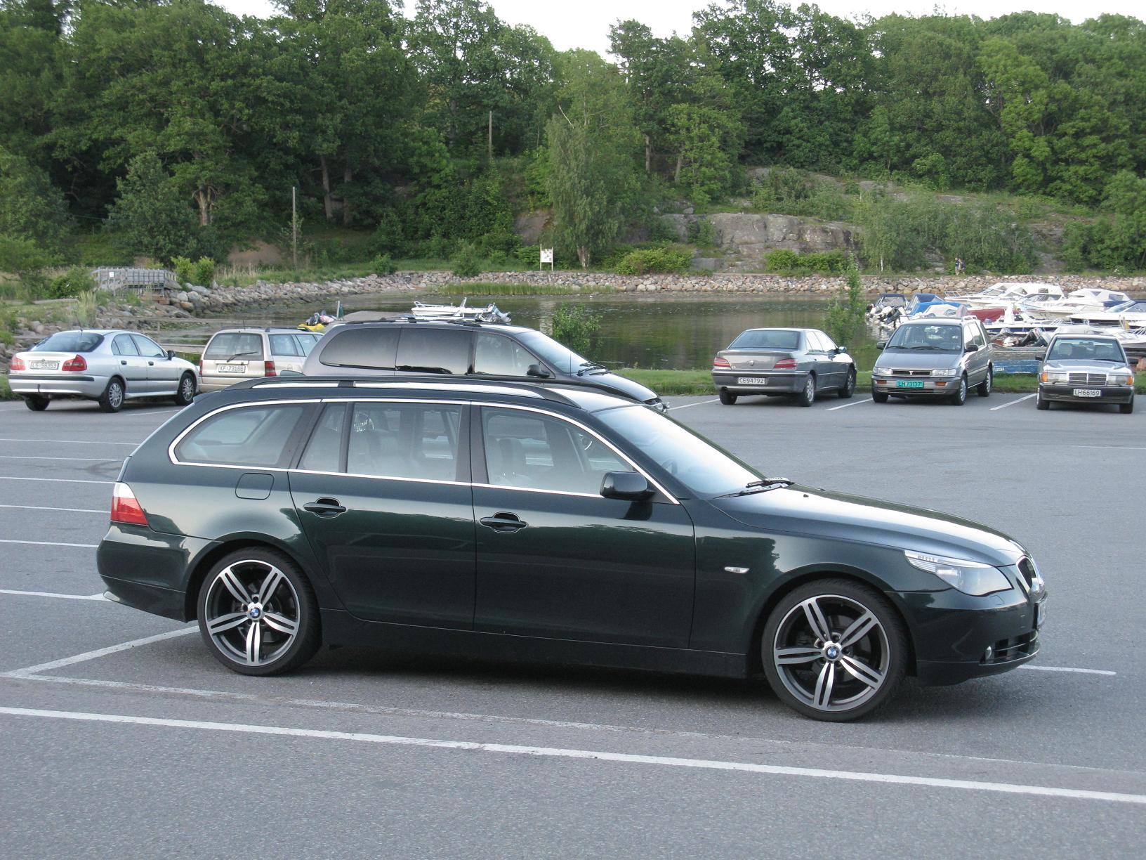 File:BMW 5 series Touring E61 (4736422410).jpg