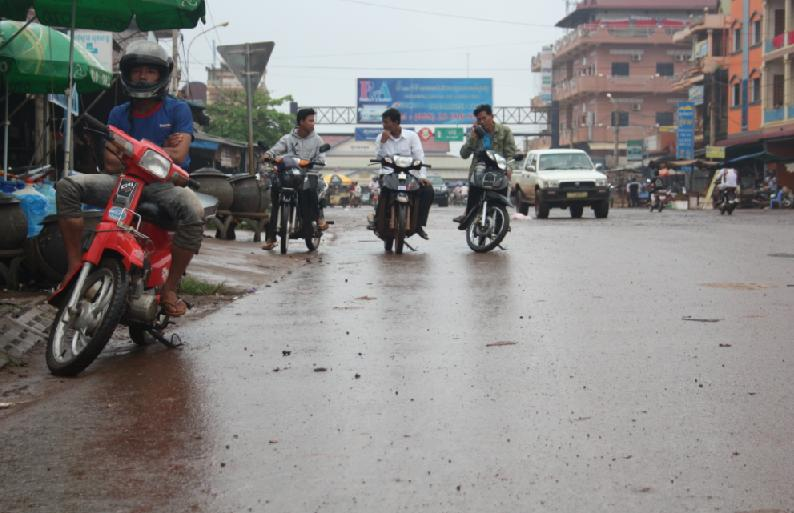 Datei:Banlung downtown.jpg