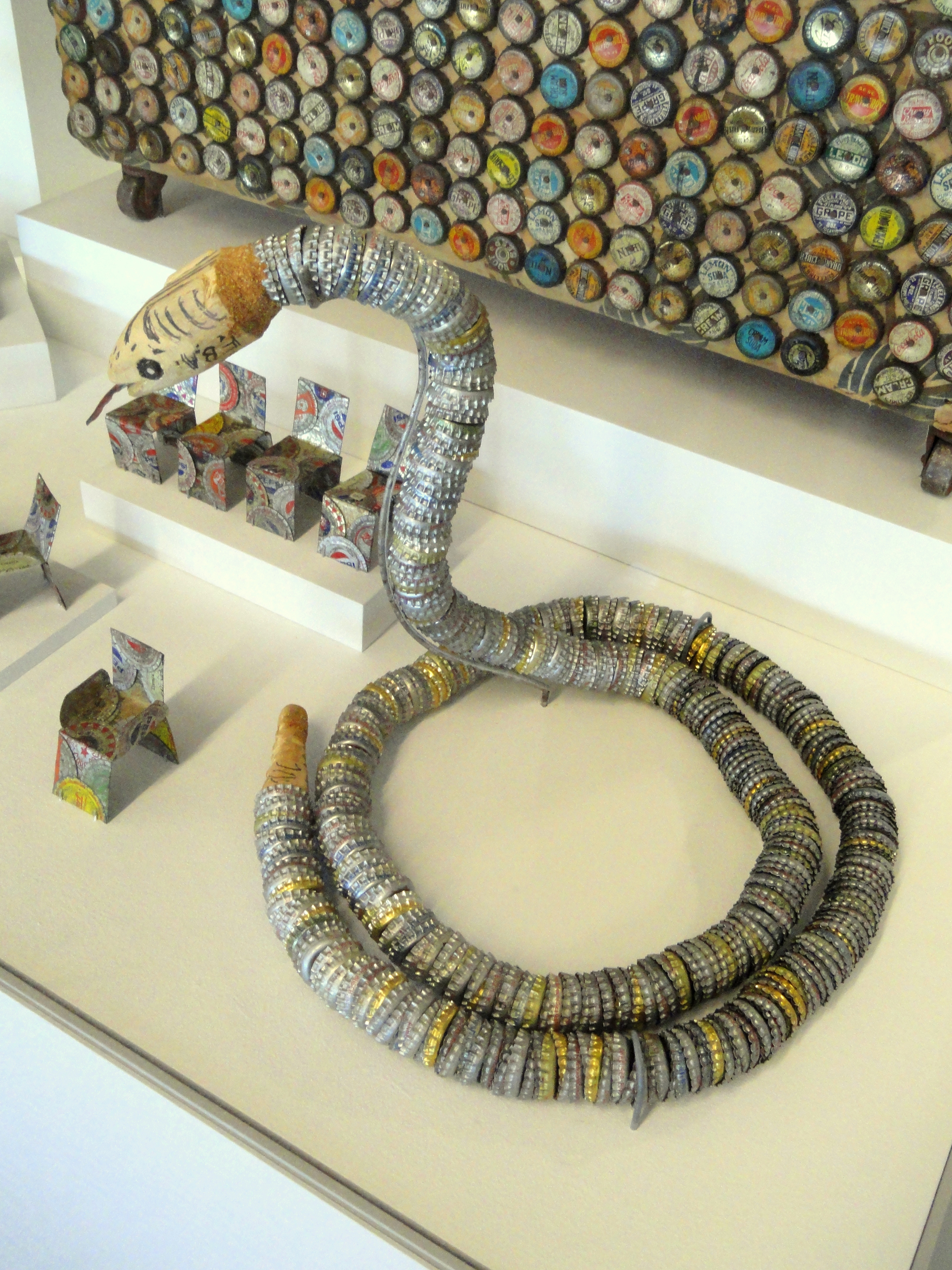 File bottle cap snake museum of international folk art for Bottle cap art how to