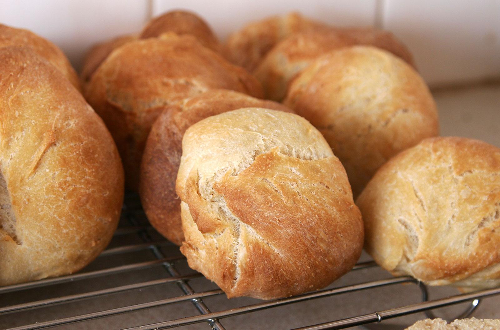 File:Bread rolls.jpg - Wikimedia - 256.3KB