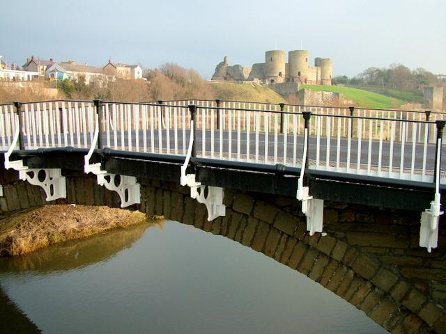 Bridge at Rhuddlan - geograph.org.uk - 616199