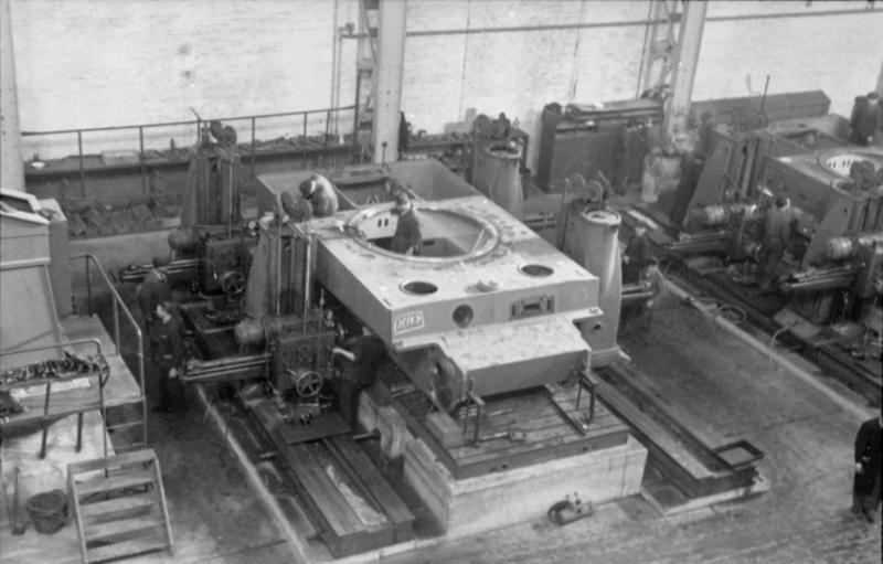 File Bundesarchiv Bild 101i 635 3965 34 Panzerfabrik In