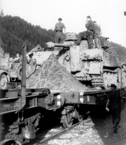 "Tigers of III. Abteilung/Panzer-Regiment/""Grossdeutschland"" Division arriving in the Gumbinnen sector"