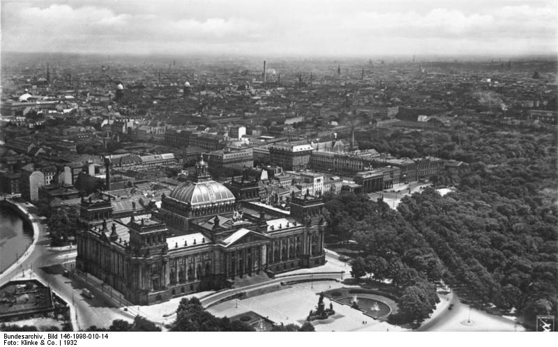 Reichstag, Bundesarchiv, Bild 146-1998-010-14 / Klinke & Co. / CC-BY-SA 3.0 [CC BY-SA 3.0 de (https://creativecommons.org/licenses/by-sa/3.0/de/deed.en)], via Wikimedia Commons