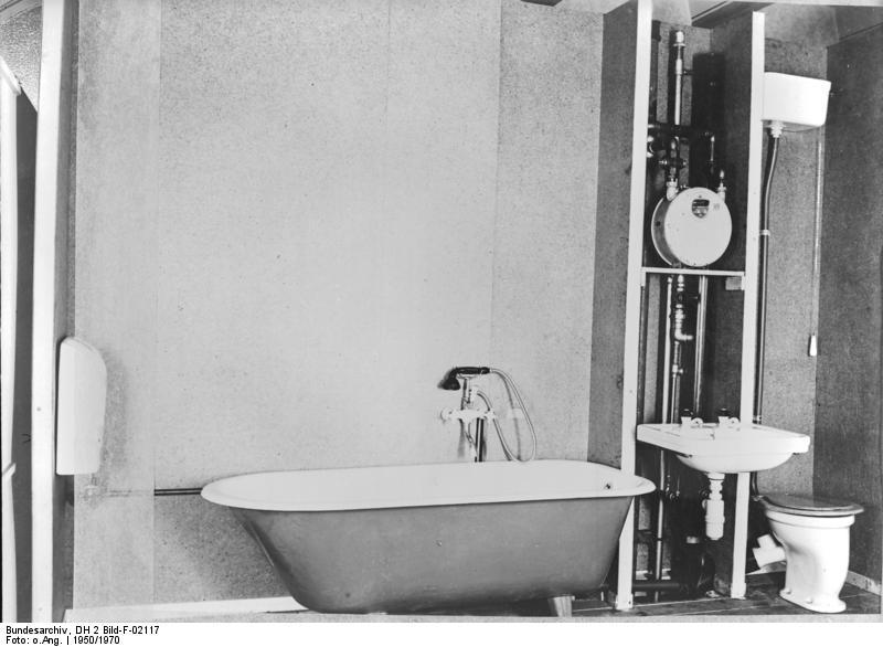 File Bundesarchiv Dh 2 Bild F 02117 Wohnungsbau Badezimmer Mit Wanne Und Wc Jpg Wikimedia Commons