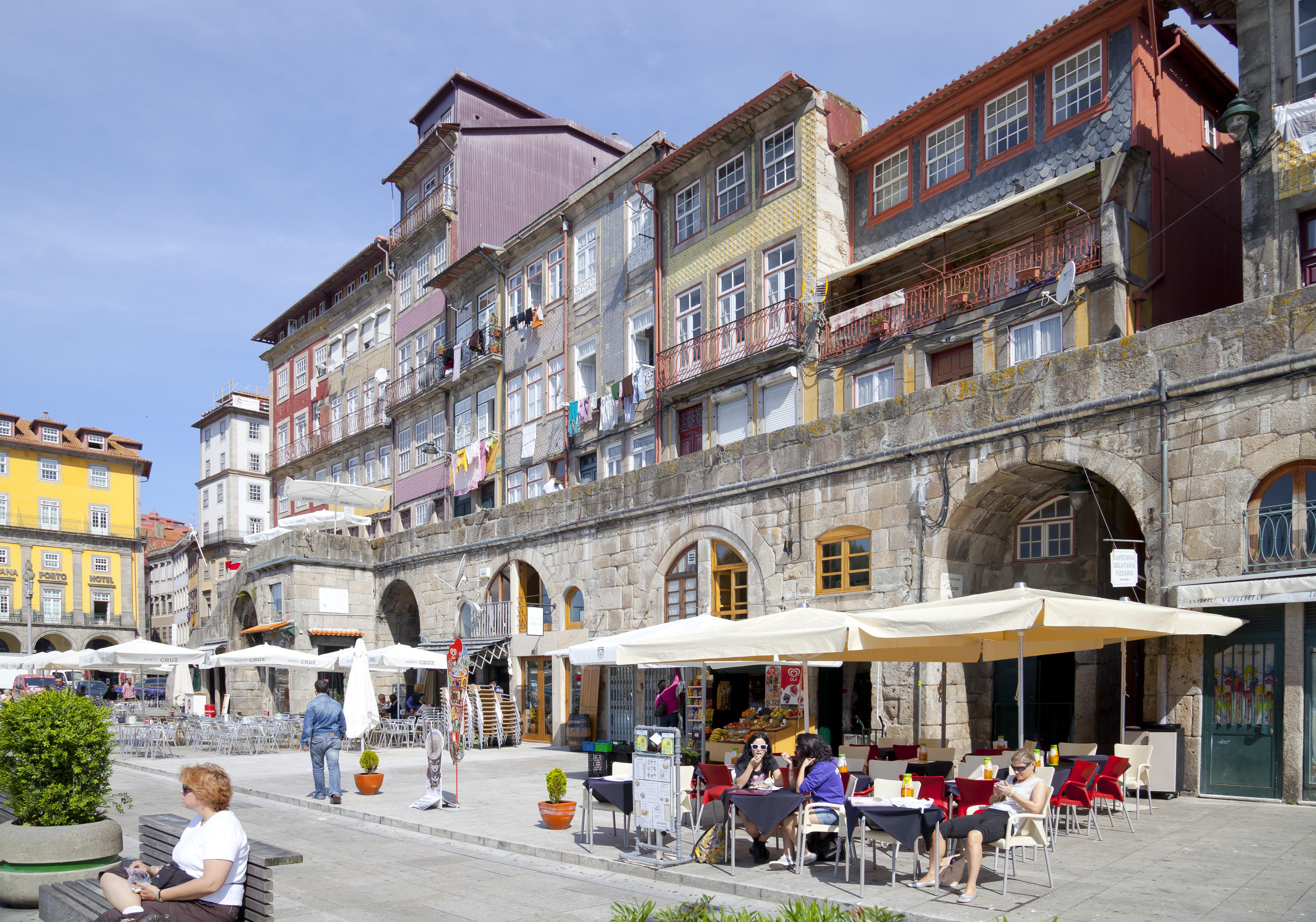 Picking Up Single Girls in Porto Portugal