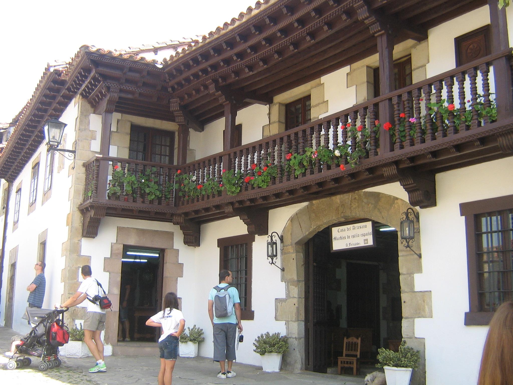 File:Casa del Artesano en Santillana del Mar.JPG - Wikimedia Commons