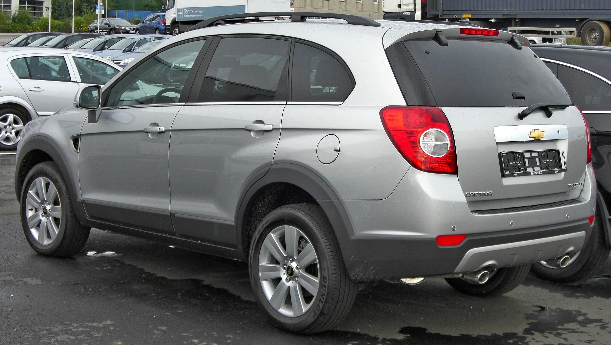 Berkas:Chevrolet Captiva rear.JPG