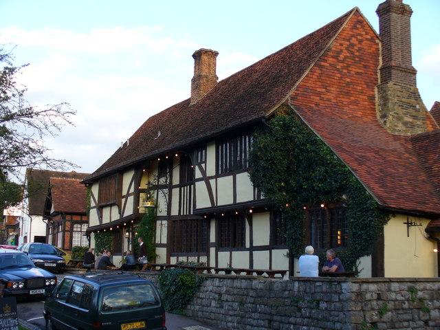 Chiddingfold, Crown Inn - geograph.org.uk - 255189