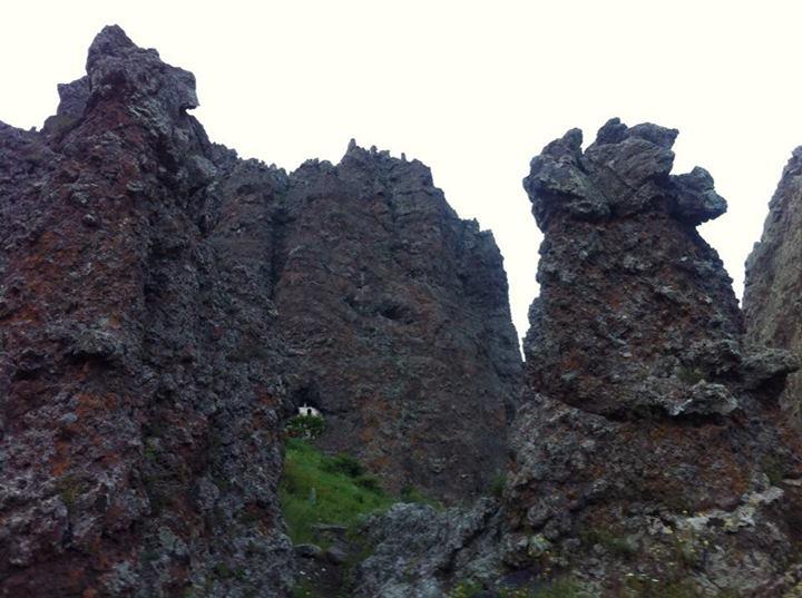 File:Church in stones.jpg
