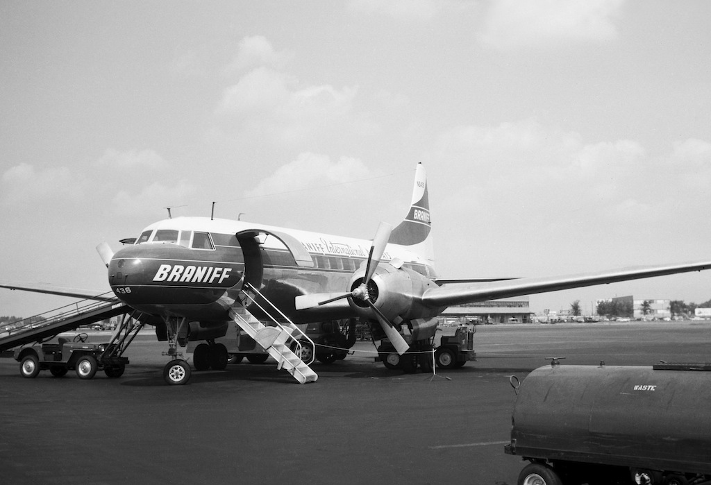 file convair cv-440  braniff international airways jp7356678 jpg