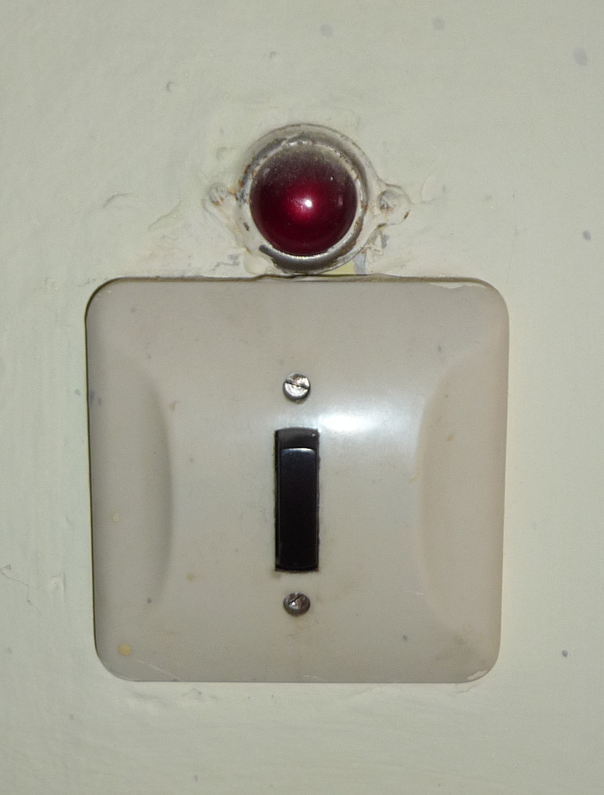 File:Czech old light switch.jpg - Wikimedia Commons