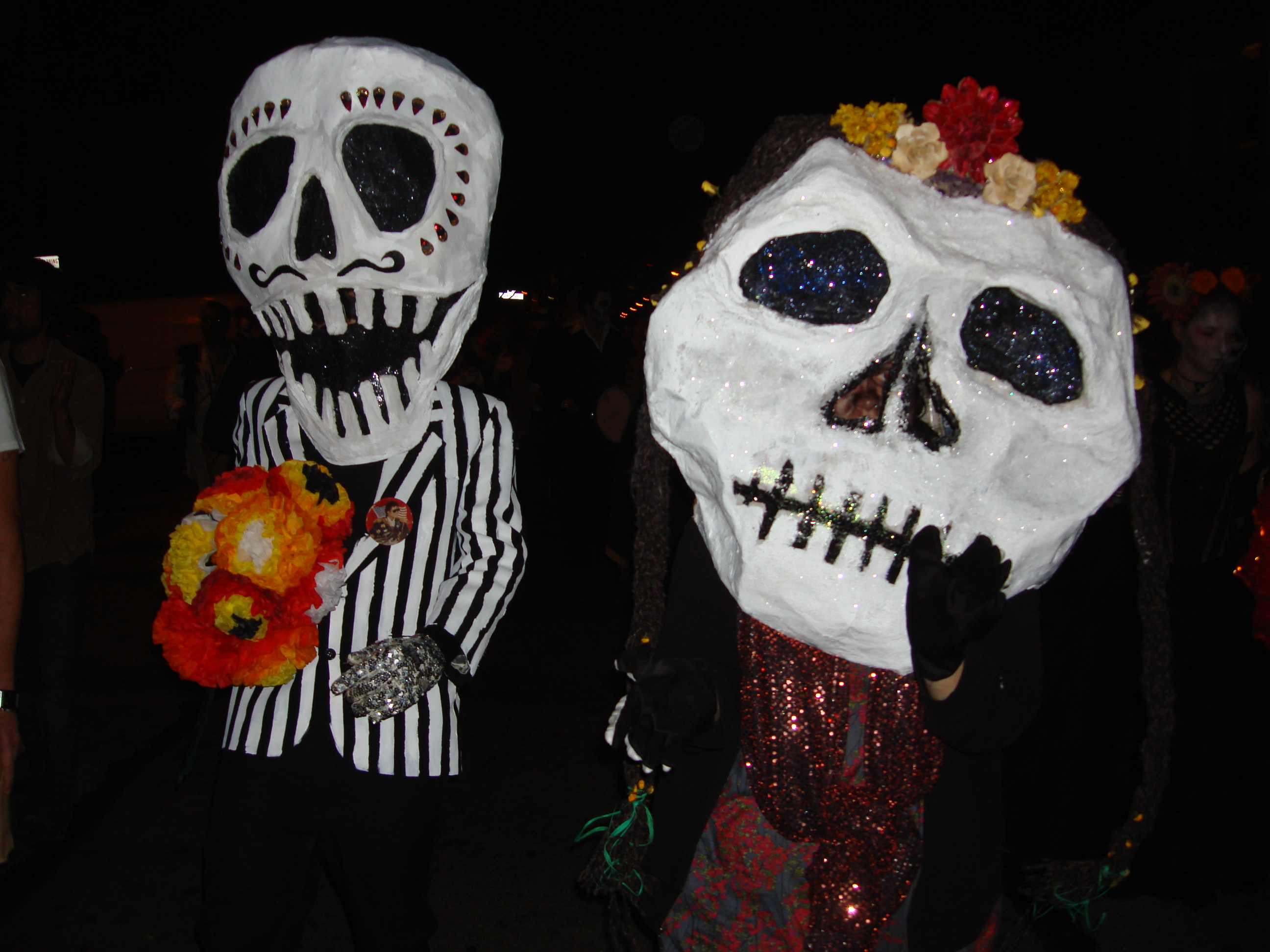 File:Day of the Dead (Dia de los Muertos) procession in San Francisco, two people with paper ...