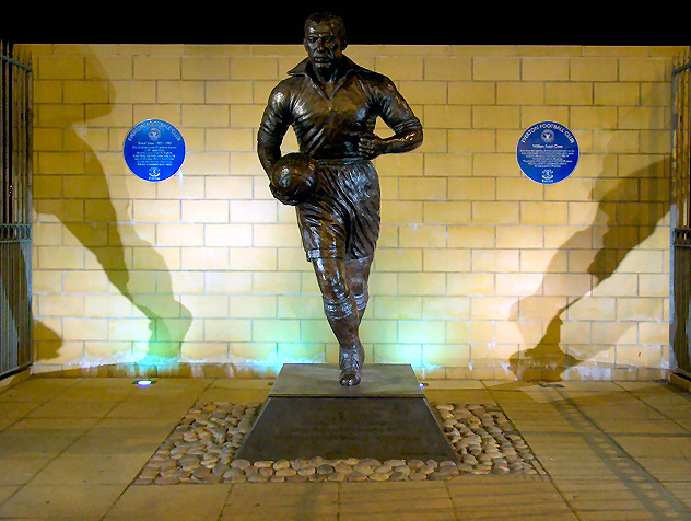 File:Dixie Dean Monument.jpg