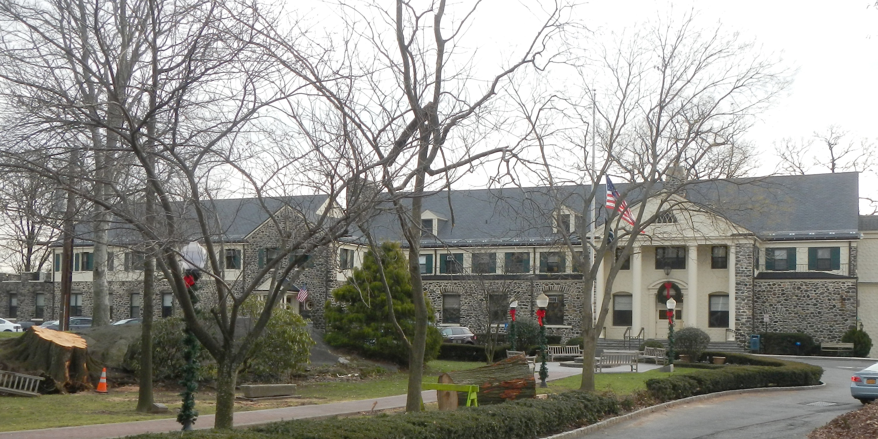 File:Eastchester Town Hall cloudy jeh.jpg - Wikimedia Commonseastchester town