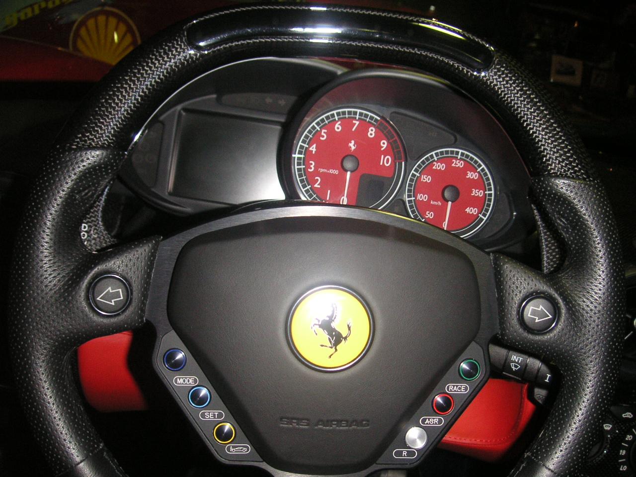 fileenzo ferrari indicatorjpg - Ferrari Enzo 2010