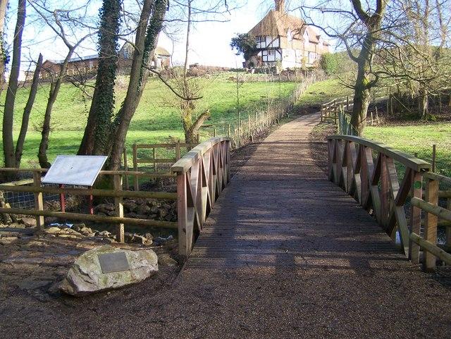 Footbridge in Bearsted Woodland Trust Land - geograph.org.uk - 1166713
