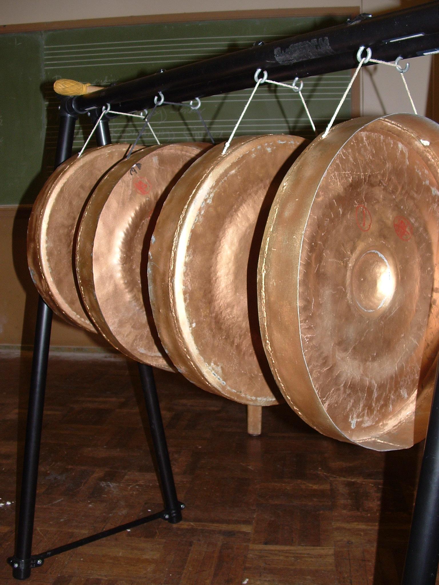 Hasil gambar untuk alat musik Aguang