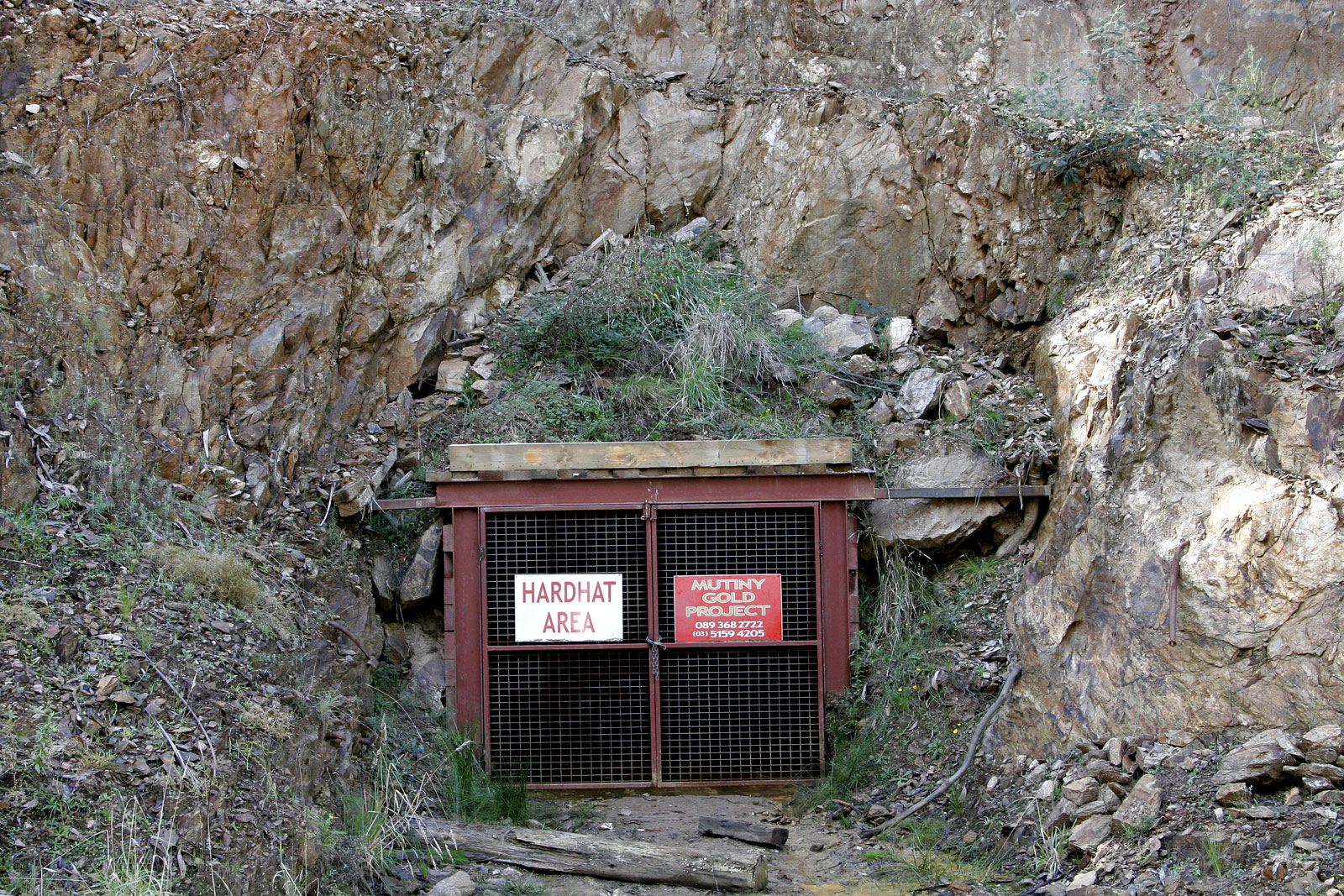 gold mining Gold mining is the resource extraction of gold by mining as of 2017, the world's largest gold producer was china with 4294 tonnesthe second-largest producer, australia, mined 2890 tonnes in the same year, followed by russia with 2723 tonnes.
