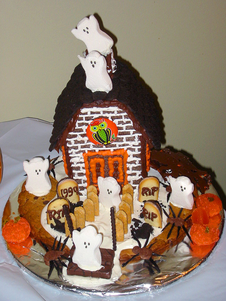Gingerbread Haunted House Decorating Ideas