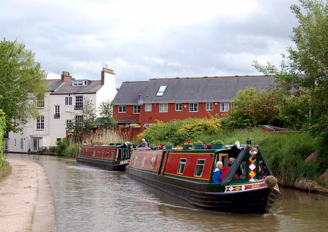 Hotel narrowboats, Grand Union Canal, Leamington (1) - geograph.org.uk - 1316209