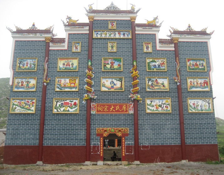 Hunan traditional temple front.jpg